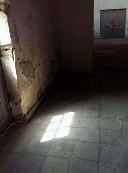 Licht durch Türfenster, hell, Mahn- und Gedenkstätte Ravensbrück